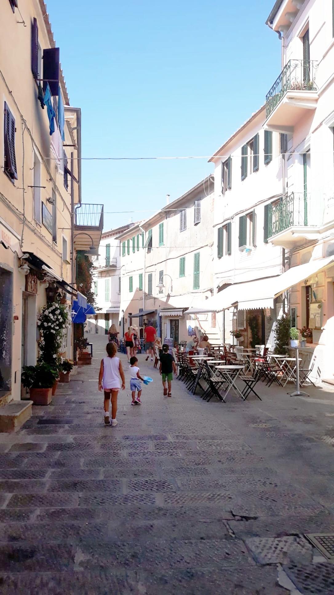 capoliveri-via del centro storico
